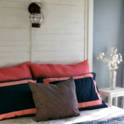 coral and nevy  bedroom 800x400
