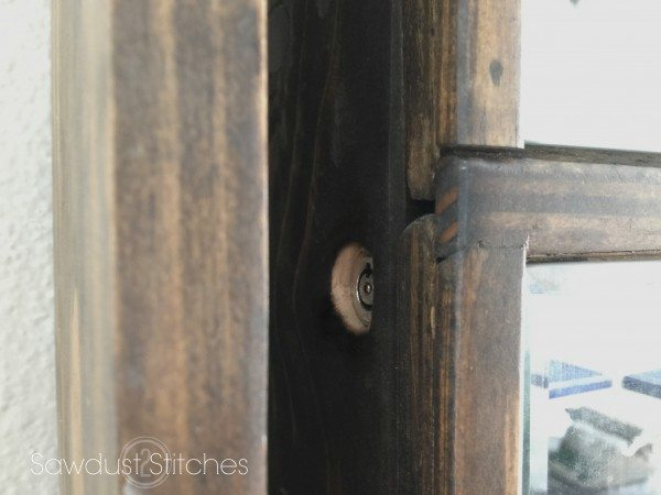 Sawdust 2 Stitches lock