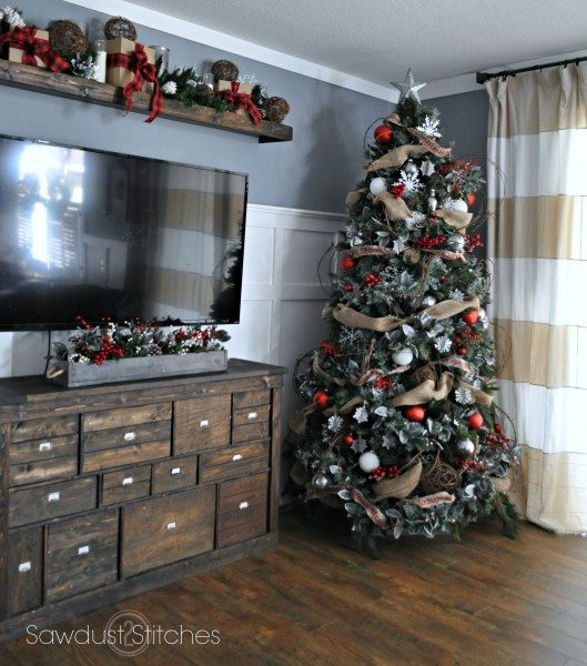 family room holiday home tour sawdust2stitches.com